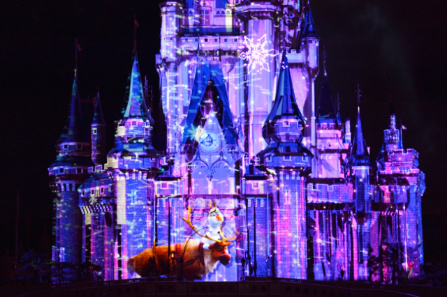 [Tokyo Disneyland] Nouveau spectacle nocturne : Once Upon a Time (29 mai 2014)  - Page 5 761716an4