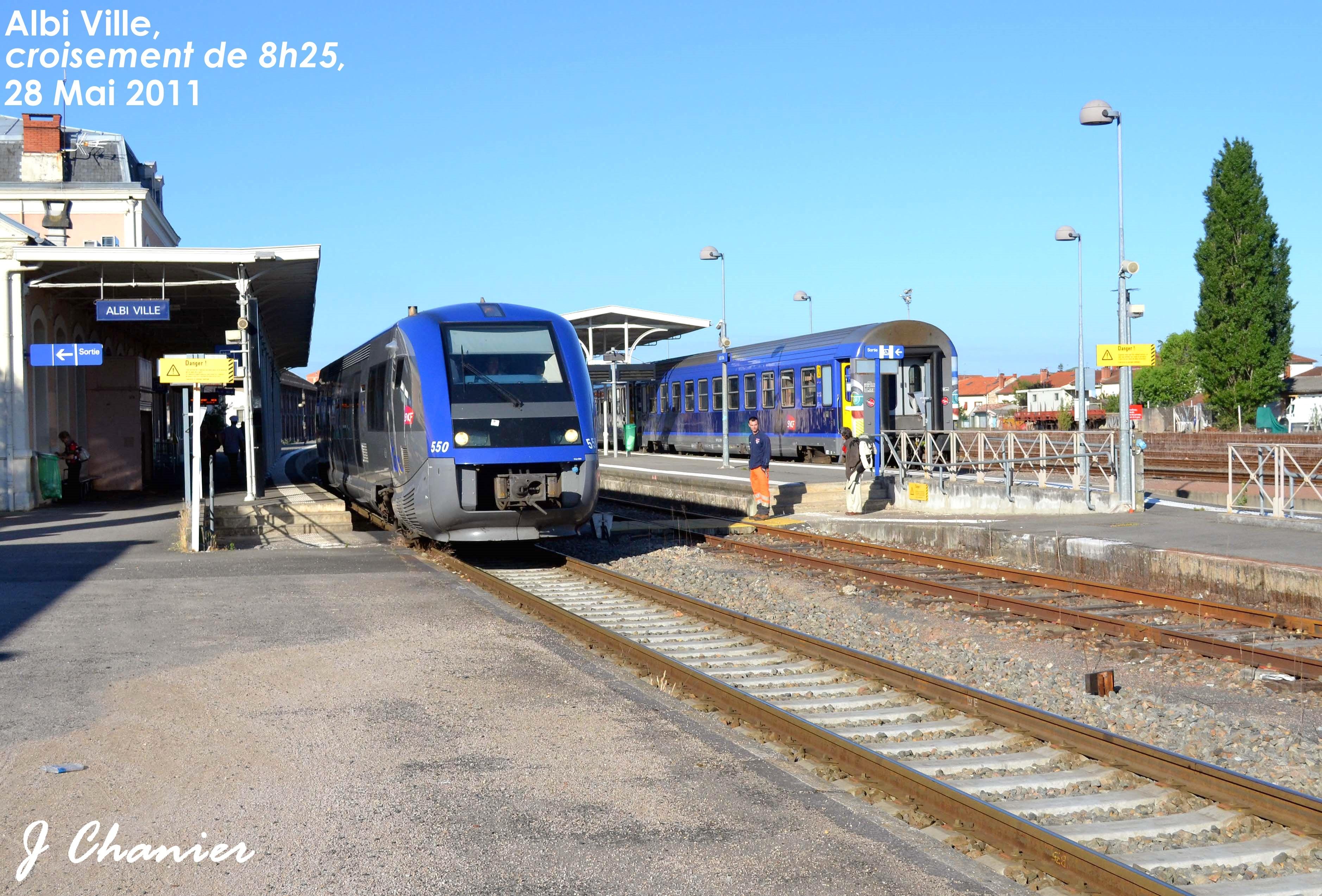 La derniére rame tractée Albigeoise : le Lunéa Paris - Rodez - Albi 761972CHATSLALANDEEGLISEAVIGNONETLAUCASTELNAUDARY066