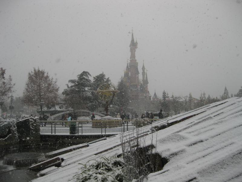 [Disneyland Paris] Disneyland Hotel - chambre Castle Club (8-10 décembre 2010) (début du TR p.9) - Page 8 767960IMG1964