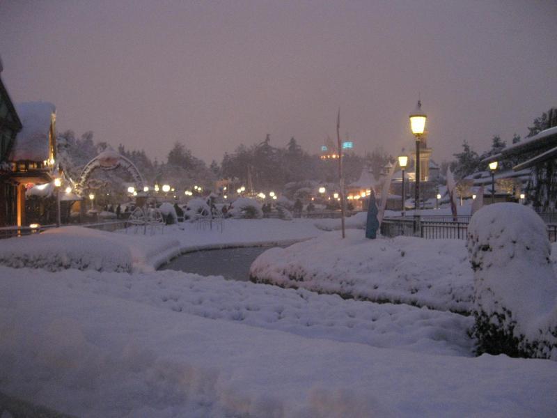 [Disneyland Paris] Disneyland Hotel - chambre Castle Club (8-10 décembre 2010) (début du TR p.9) - Page 8 781075IMG2043