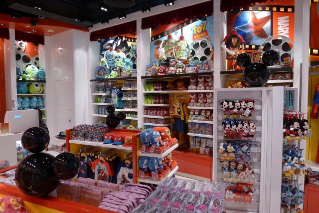 The Magic of Hong Kong Disneyland Store at Hong Kong International Airport (ouverture le 24 juin 2014) 785178HKDS5