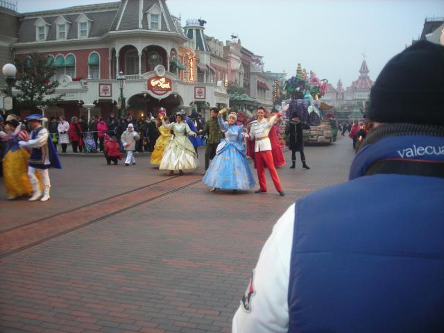 [Disneyland Paris] Premier séjour au DLH (31 janv.-2 fév. 2011) + un anniversaire inoubliable ! - Page 4 788083240