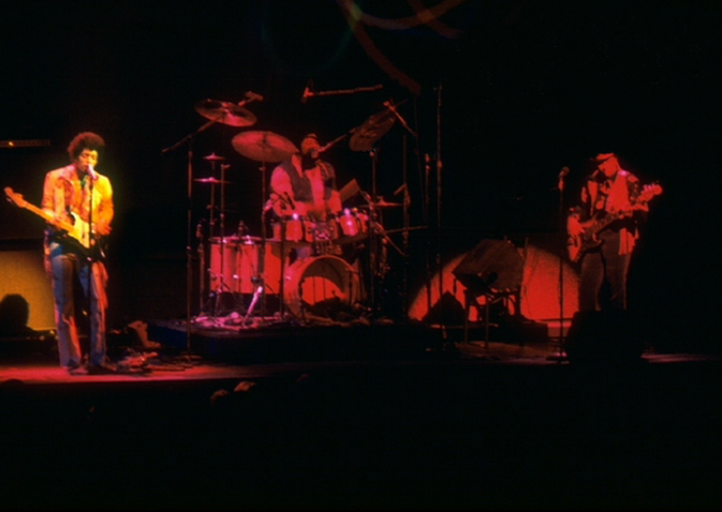 New York (Fillmore East) : 31 décembre 1969 [Second concert]  - Page 2 790292vlcsnap302407