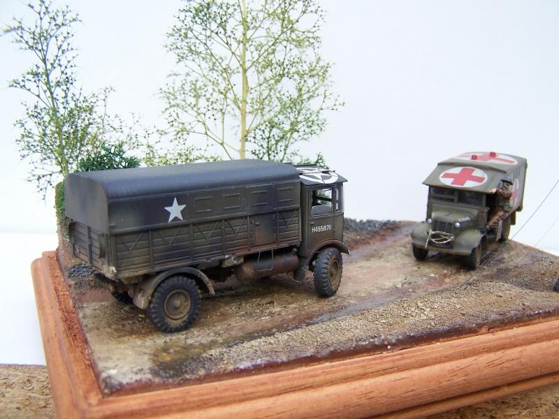 """AEC Matador et Ambulance Austin K2 """"au détour d un chemin"""" 792502MatadorAustinK2033"""