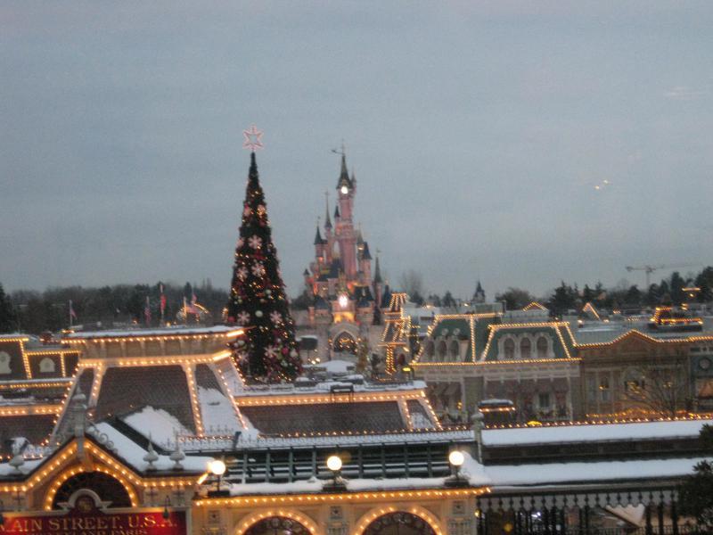 [Disneyland Paris] Disneyland Hotel - chambre Castle Club (8-10 décembre 2010) (début du TR p.9) - Page 10 793561IMG2423