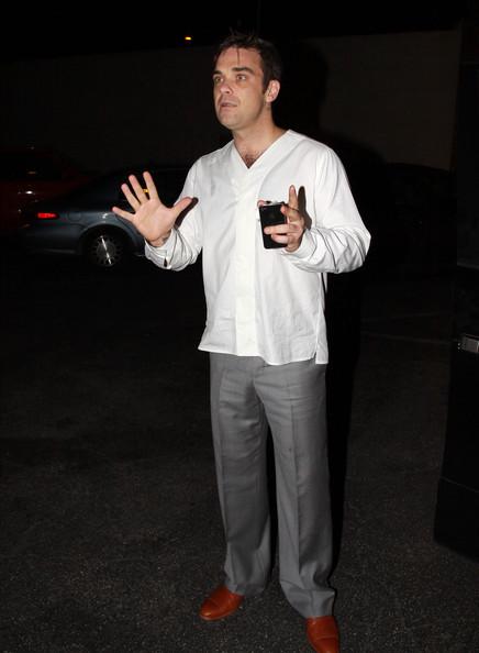 Robbie à Los Angeles 12-01-2011 794155RobbieWilliamsRobbieWilliamsLecturingou6BUjTi9oIl