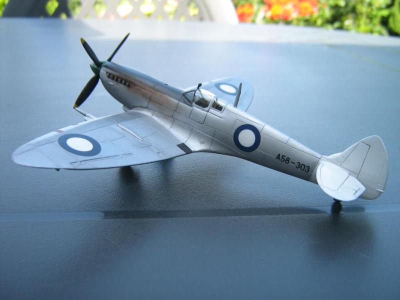 Spitfire Mk VIII RAAF [AZ Model] 795054IMG0019