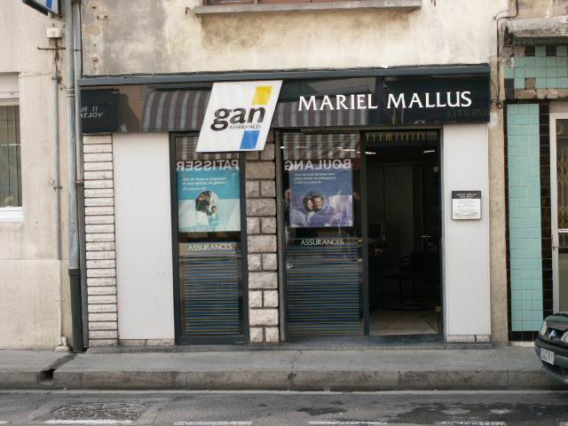 STREET VIEW : les façades de magasins (France) - Page 8 798172Arles7