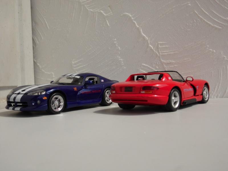 Dodge Viper RT10 et GTS. 801978SAM5034