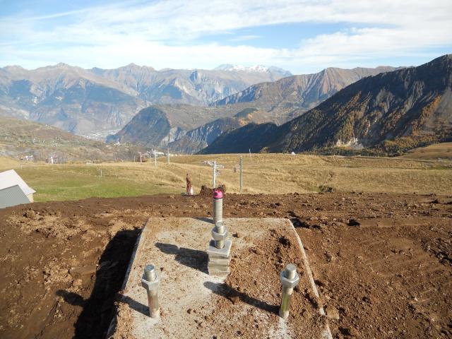 Construction du télésiège débrayable 6 places (TSD6) La Voie Lactée et du télésiège fixe 4 places (TSF4) de l'Ourson 808342DSCN3065