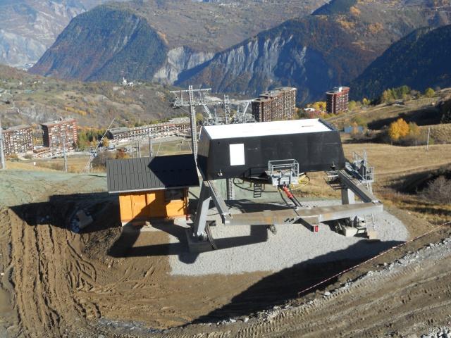 Construction du télésiège débrayable 6 places (TSD6) La Voie Lactée et du télésiège fixe 4 places (TSF4) de l'Ourson 810874DSCN3071
