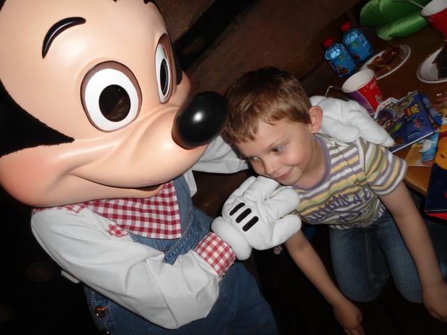 Un anniversaire chez Mickey les 9 & 10 juin 2011 - Hôtel Cheyenne  811931DSC00477