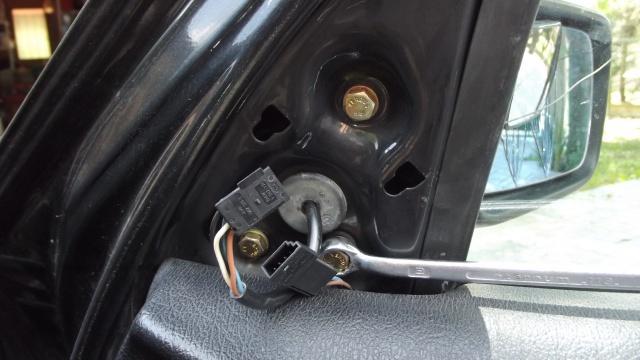 [BMW E36] Remplacement du rétroviseur extérieur 8143446visdefixationsintrieures