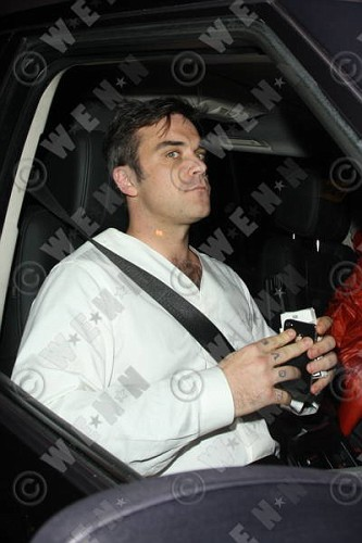 Robbie à Los Angeles 12-01-2011 824052lliams012wenn3164114previewvi