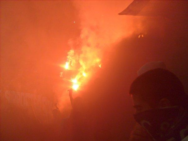 Photos Pyrotechnie (Torches, Pots à Fumée...) - Page 21 828527n737713577_755904_381