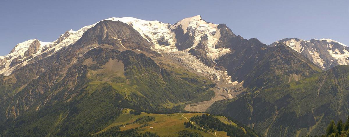 Observations neige dans le massif et la vallée - Page 7 839636LesHouches5aot2017