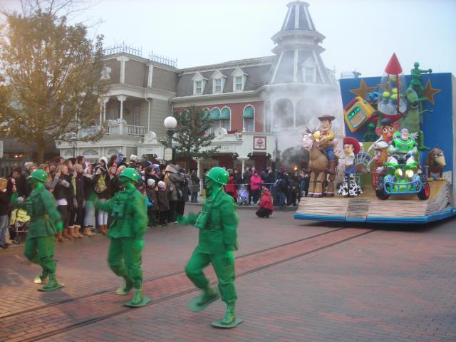 [Disneyland Paris] Premier séjour au DLH (31 janv.-2 fév. 2011) + un anniversaire inoubliable ! - Page 4 849037235