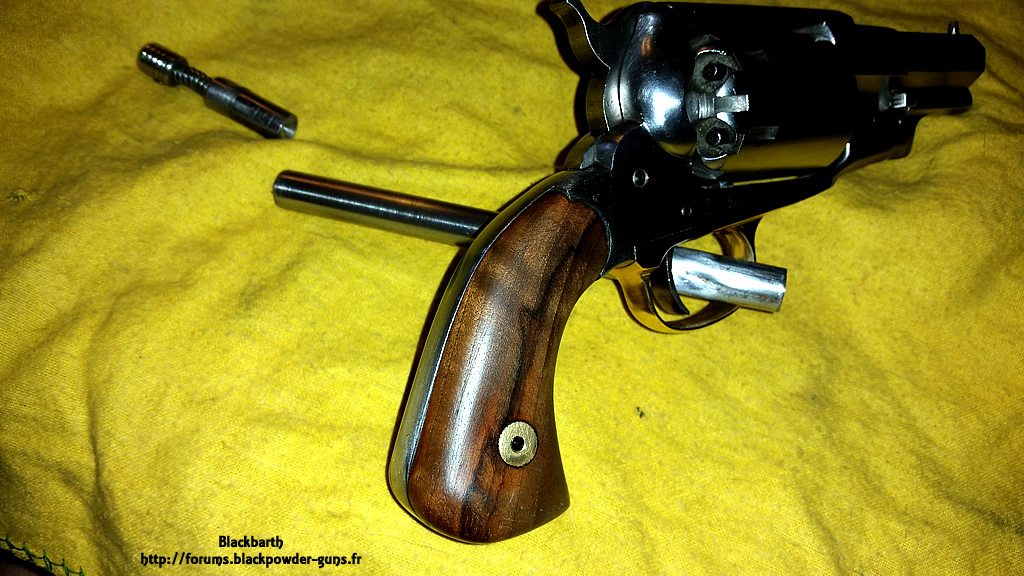"""Texas Avenger"" Cal 44 une Customisation du Remington 1858 853272RemSnub08"