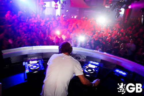 Howard DJing à Birmingham 29-01-2011 864026665x445fitbox28716vi