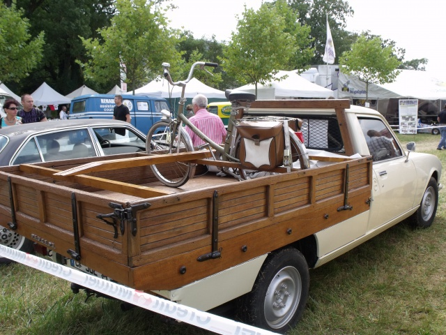 23e rassemblement de véhicules anciens et d'exception de Verna (38) - 2013 - Page 5 86905091Peugeot504Pickup