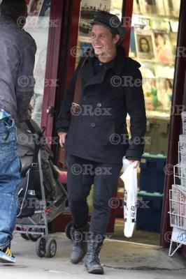 Mark sort d'une librairie à l'Ouest de Londes 24/01/2011 869968normal0710