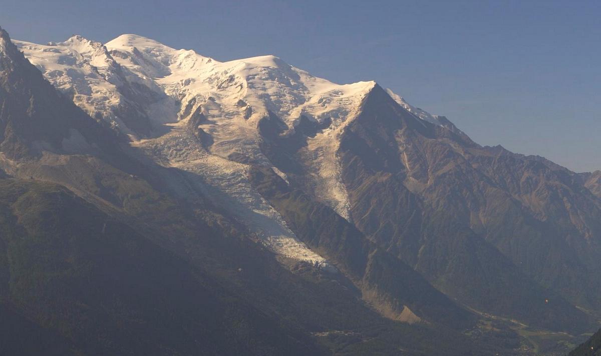 Observations neige dans le massif et la vallée - Page 7 874109MontBlanc11aot2015
