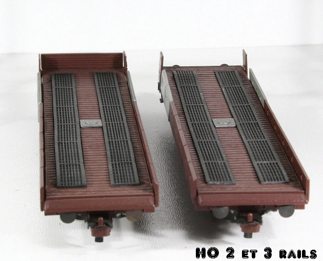 Wagons de marchandises fabriqués par ARPO 884119ARPOMetropplattransportauto1R