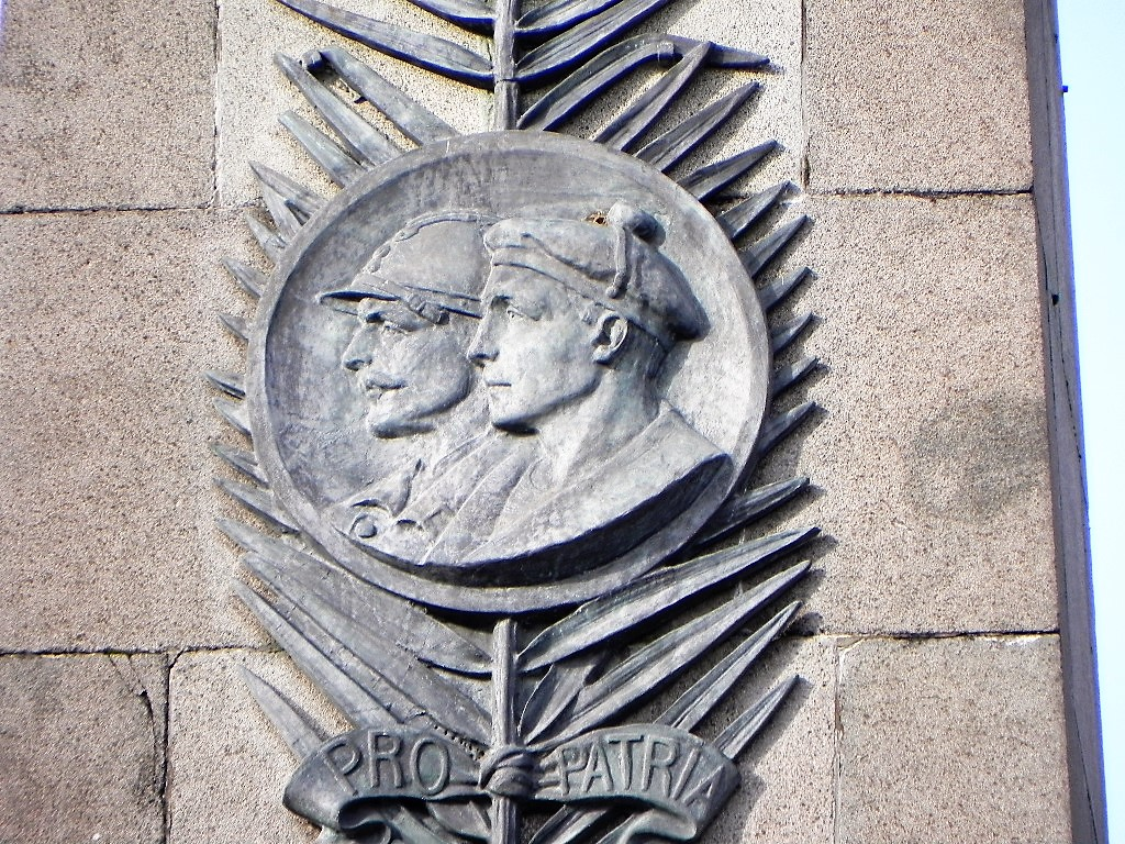 [ Histoires et histoire ] Monuments aux morts originaux Français Tome 2 - Page 3 88574797c