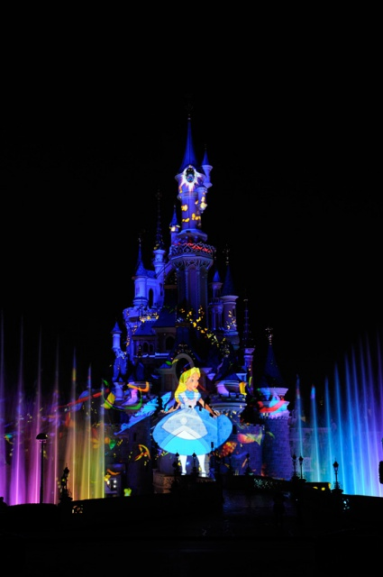 [Tokyo Disneyland] Nouveau spectacle nocturne : Once Upon a Time (29 mai 2014)  890542Ouat
