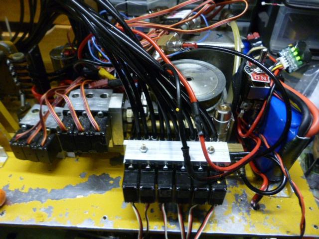 pelles électro hydrauliques LIEBHERR 964 B - Page 10 892822P1030553