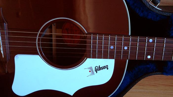 RARE : vds Gibson J-45 wine red +fishman Ellipse 2003 892867Rosace