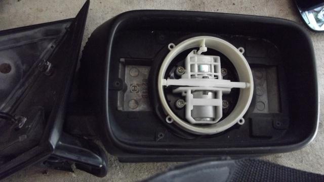 [BMW E36] Remplacement du rétroviseur extérieur 90174211moteurrtro