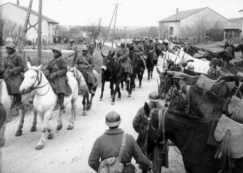 LFC : 16 Juin 1940, un autre destin pour la France (Inspiré de la FTL) 902362colonne