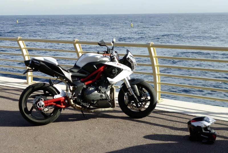 TnT 899 (2011) Red & White 906402P1020185LR