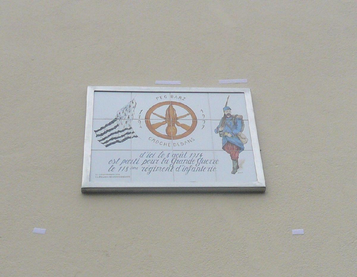 [Histoires et histoires] 100 villes, 100 héros, 100 drapeaux. Hommage national en ce 6 septembre 2014 90660617uneplaquecommorativedvoileaujourdhui