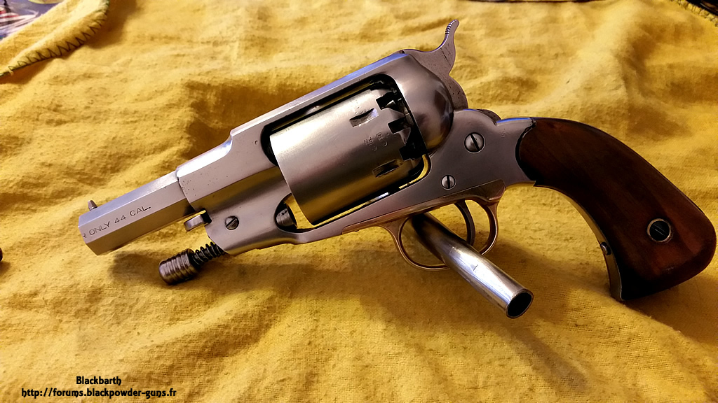 """Texas Avenger"" Cal 44 une Customisation du Remington 1858 912833RemSnub02"