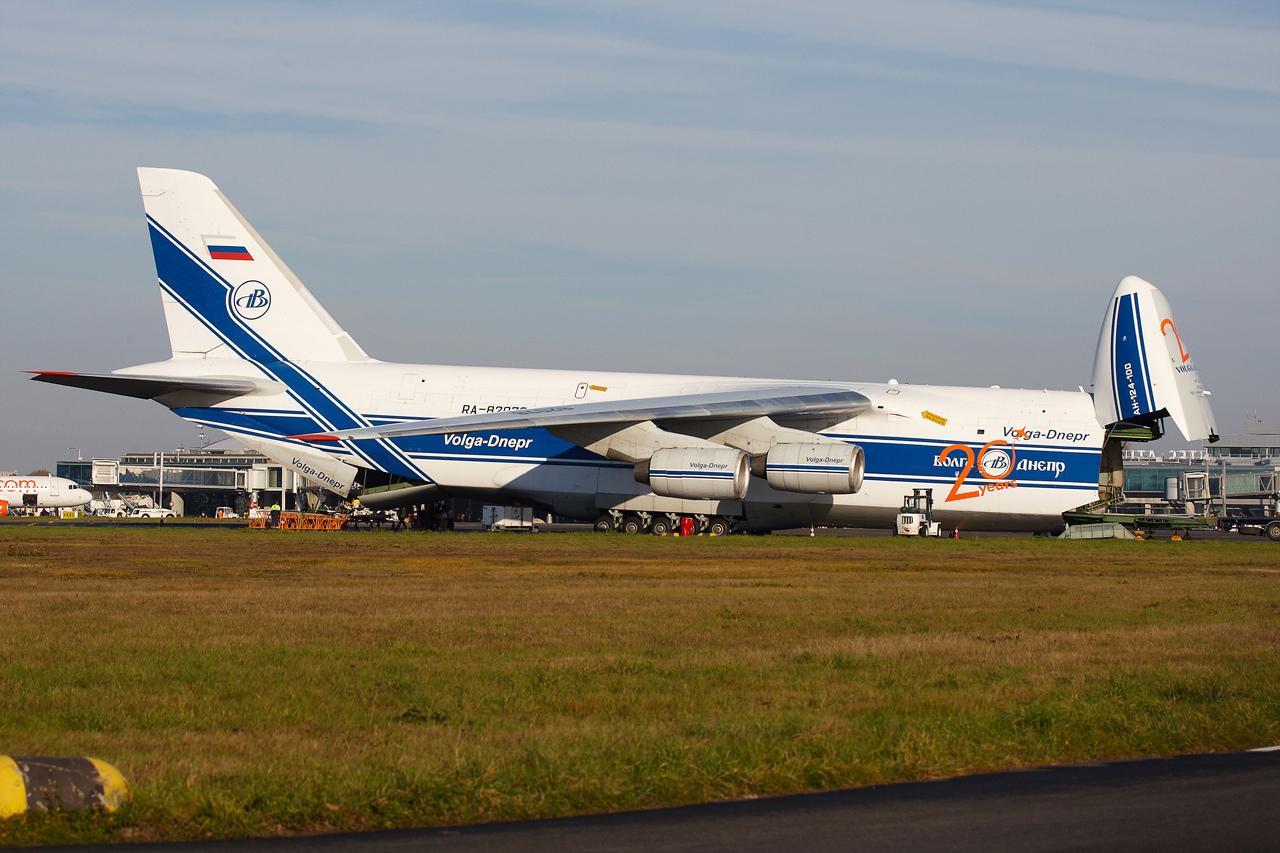[16/12/2013] Antonov An124-100 (RA-82078) Volga Dnepr 913381GRX9174