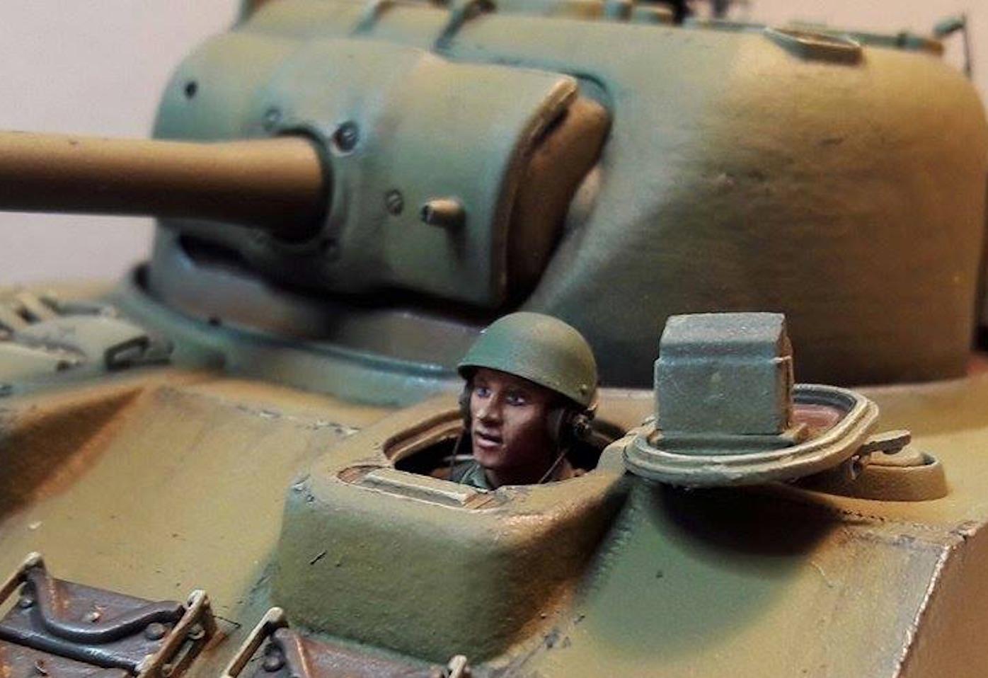 Sherman Vc Firefly - 1/35ème - kit Dragon #6031 Sherman Vc 'Firefly' - Page 2 919149HeadInPlace
