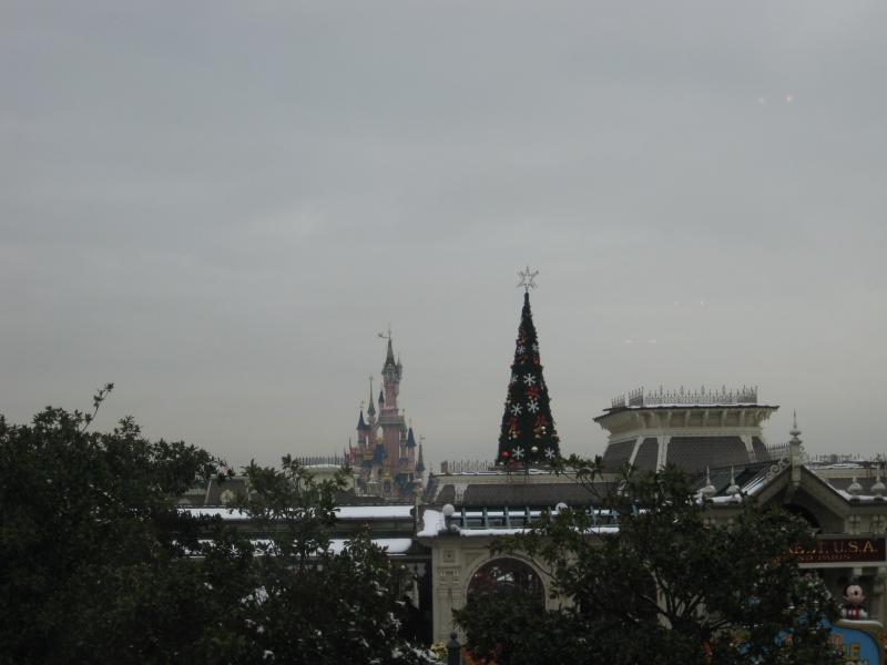 [Disneyland Paris] Disneyland Hotel - chambre Castle Club (8-10 décembre 2010) (début du TR p.9) - Page 10 923377IMG2500