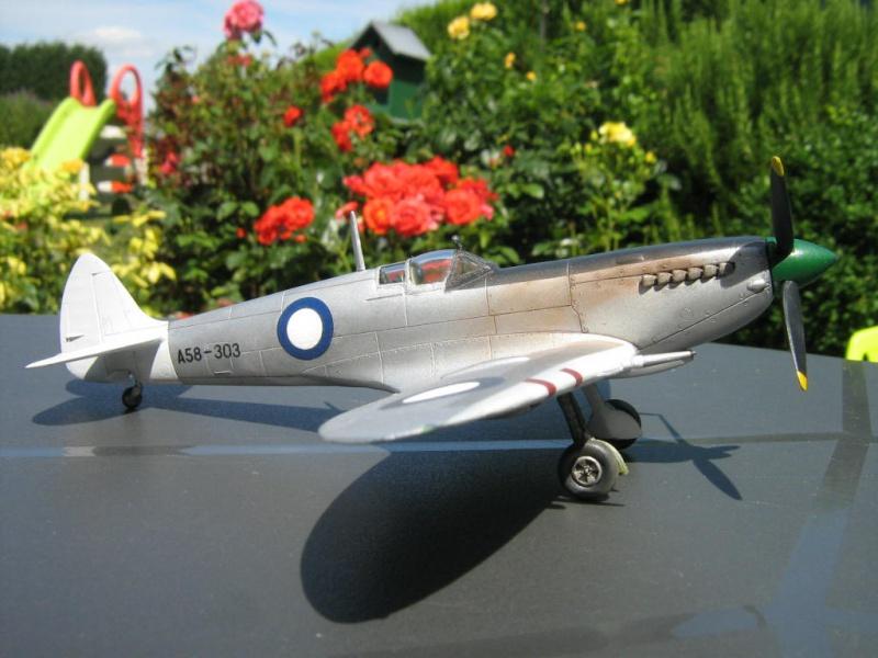Spitfire Mk VIII RAAF [AZ Model] 927855IMG0023