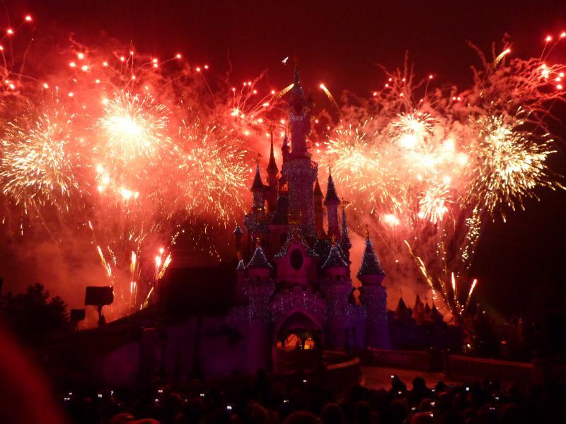 Vos photos des feux d'artifice et show nocturne ! - Page 2 935752Nouvelan2011088