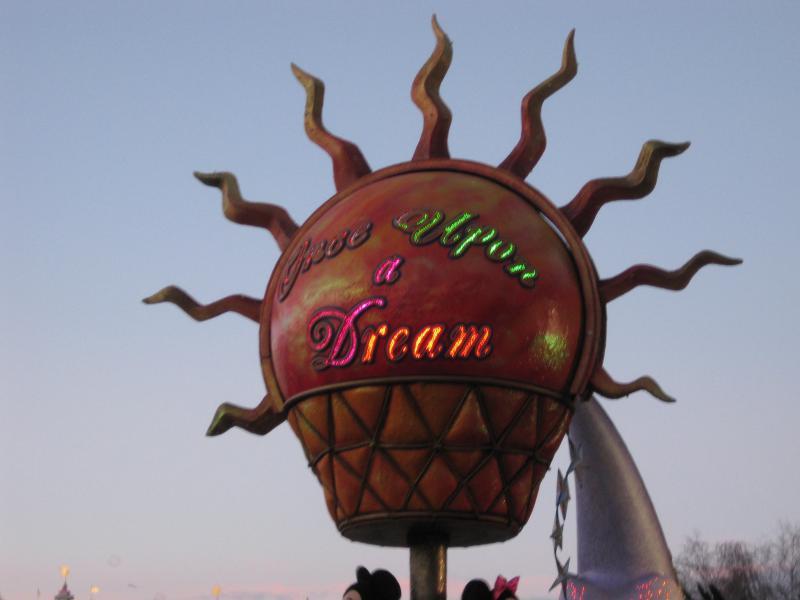 [Disneyland Paris] Disneyland Hotel - chambre Castle Club (8-10 décembre 2010) (début du TR p.9) - Page 10 938646IMG2266