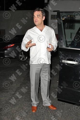 Robbie à Los Angeles 12-01-2011 943097lliams006wenn3164128previewvi