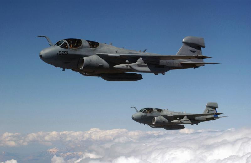 BOEING F/A-18E et F SUPER HORNET  945075GrummanEA6BProwler