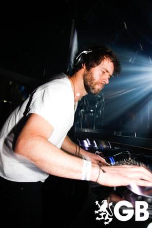 Howard DJing à Birmingham 29-01-2011 955123665x445fitbox28710vi