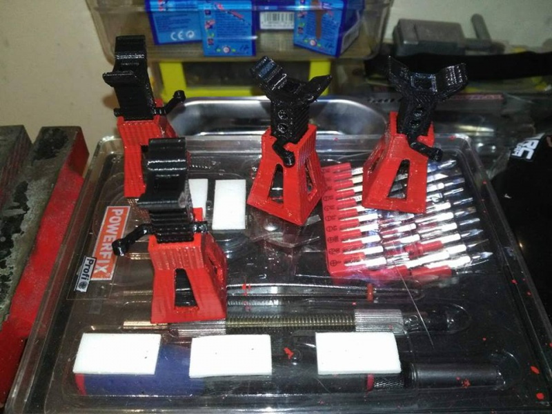 axial Scx10 - Jeep Umbrella Corp Fin du projet Jeep - Page 9 95548617793166102107813996388281665925567n