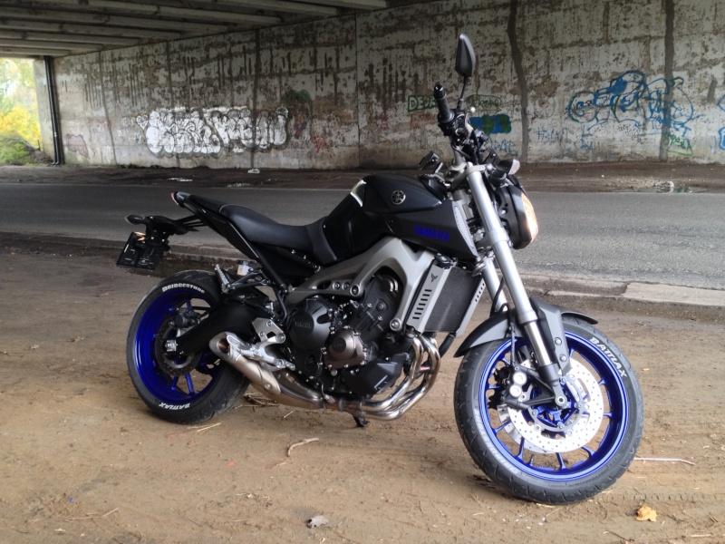 Photos de toutes les Yamaha MT-09 du forum ! :) 967254YSlanGlad