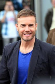 Gary à l'audition de X Factor - Londres O2 Arena 07-07-2011 972837normalMQ043