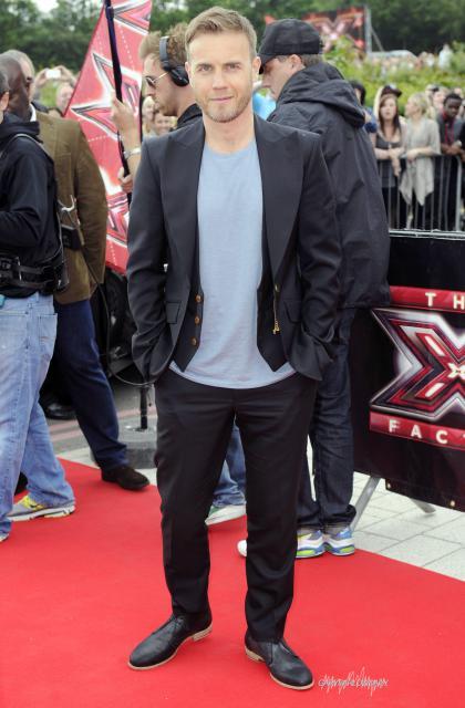Gary arrive à l'audition de X Factor à Birmingham 1/06/11 981283HQ005