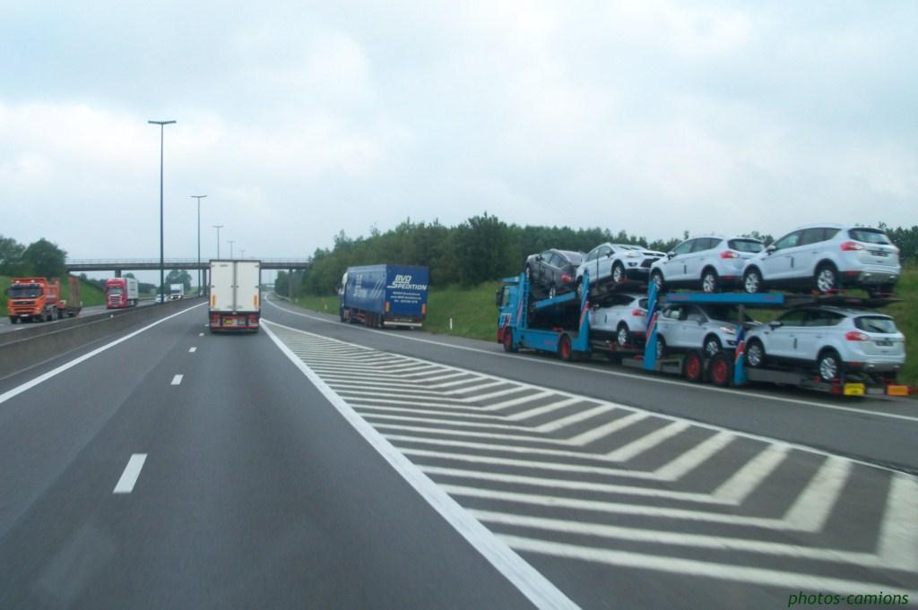 Les parkings d'autoroutes 985745photoscamions2VI119Copier